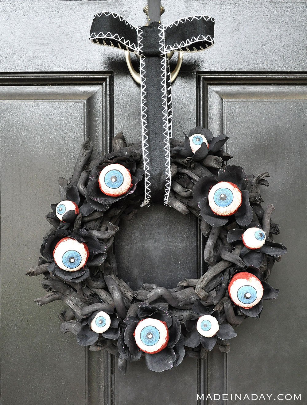 Halloween Eyeball Wreath, Spooky Eyeball Wreath, Black Eyeball Wreath