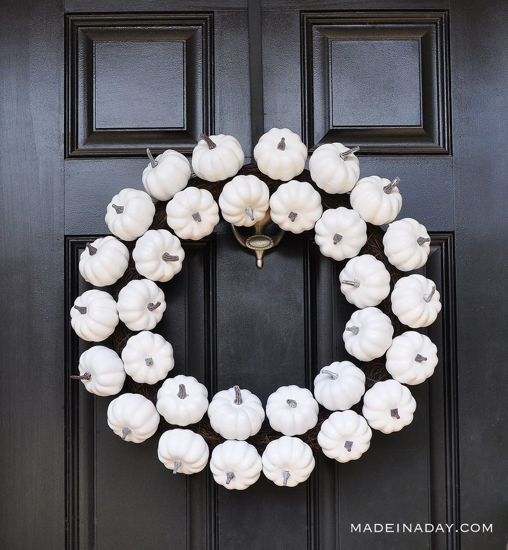 white pumpkin wreath for fall to halloween • made in a day