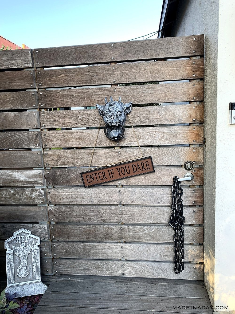 Halloween Gargoyle Door Knocker, Animated gargoyle door hanger, talking gargoyle Halloween prop