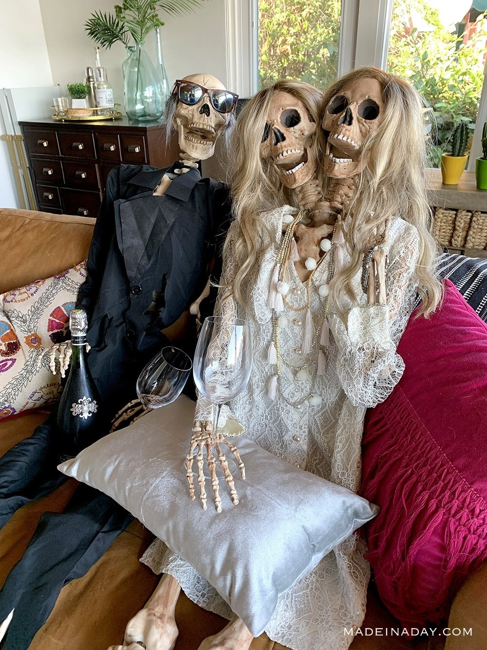 party girl two headed skeleton with guy skeleton, Bride Groom Halloween prop