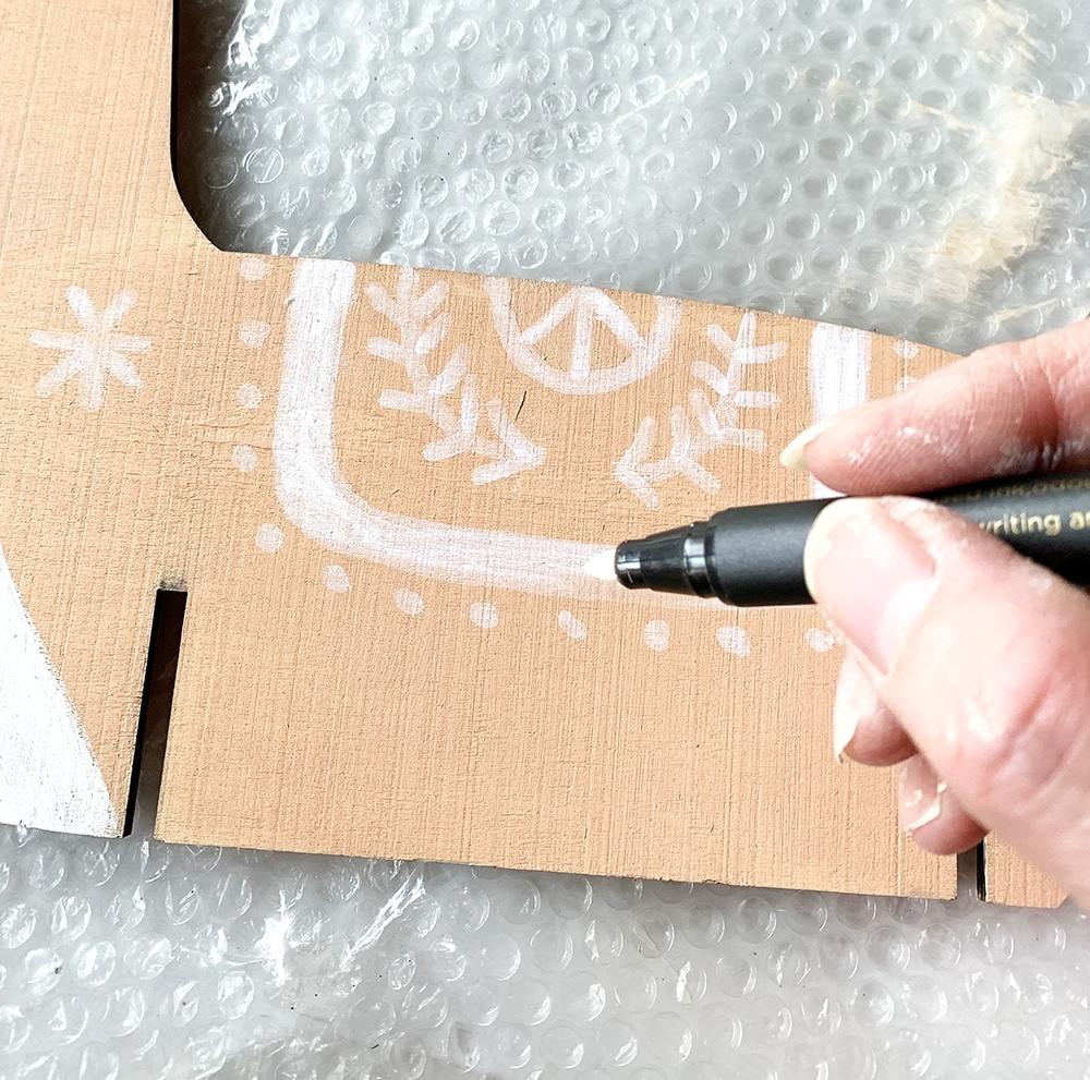 paint a Nordic reindeer with a paint pen