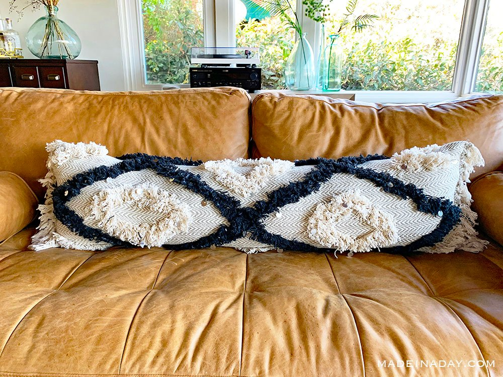 DIY Oversized Extra long Moroccan Wedding Lumbar Pillow, How to make a lumbar pillow from a throw blanket, cheap lumbar pillows with throw blankets, extra long black beige fringe lumbar pillow, DIY long bolster pillow