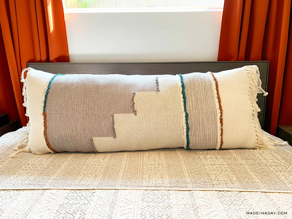 DIY Extra Long Lumbar Pillow From a Throw Blanket, How to make an oversized lumbar pillow, no sew lumbar pillow, extra large throw pillow