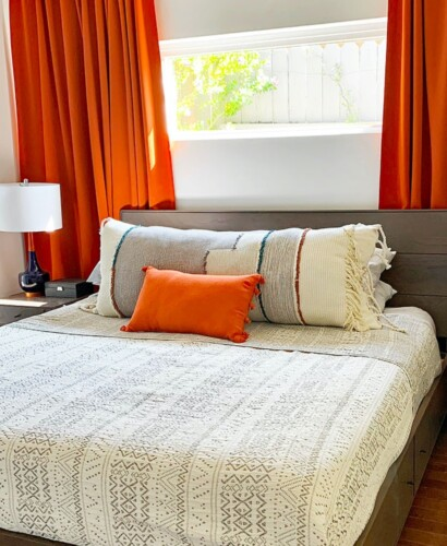 DIY Extra Long Lumbar Pillow from a Throw 21