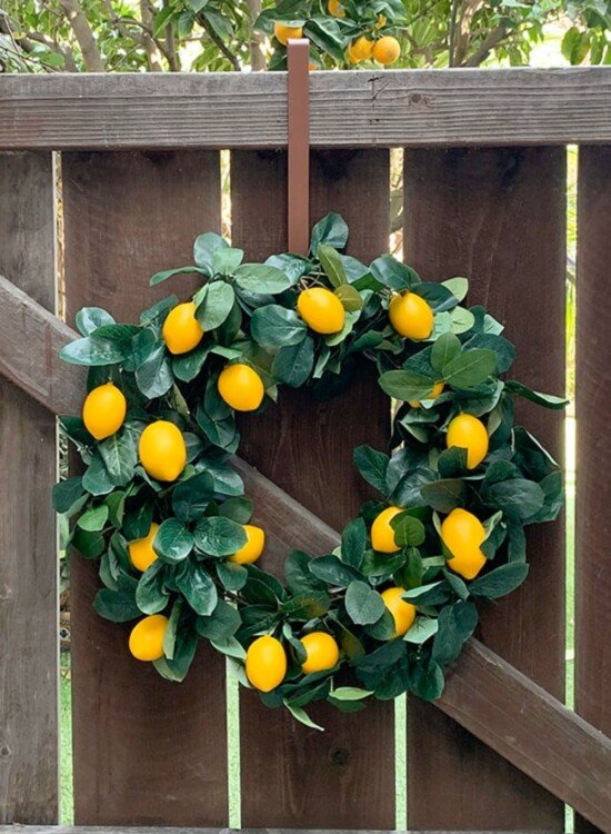 DIY Lemon Wreath from a Garland 3