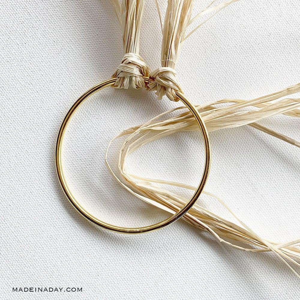 tie raffia around an embroidery hoop