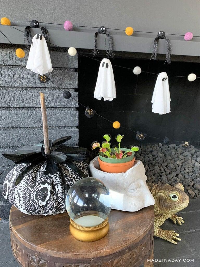 DIY Halloween Felt Ball Garlands, Ghost felt ball garland, spider felt ball garden, cat felt ball garland