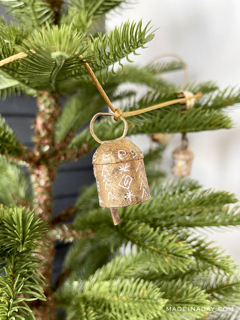 holiday painted rustic bell garland