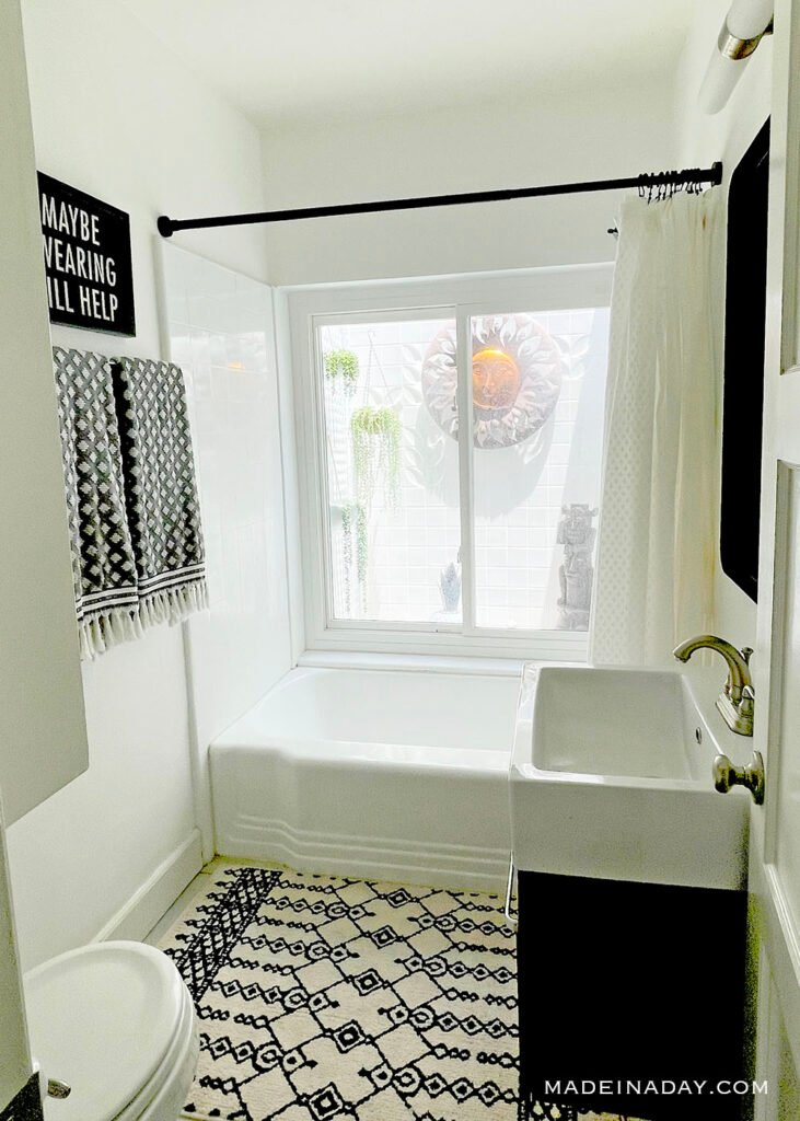 bathroom tub atrium