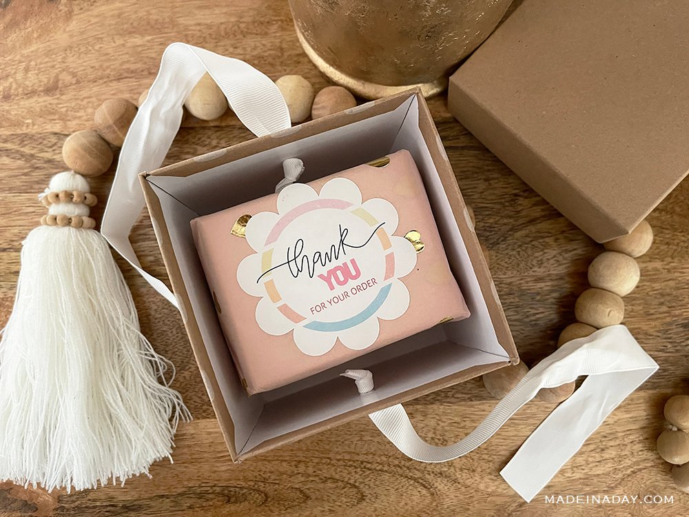 scalloped flower thank you stickers